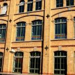 Detailansichten - Firmenlogo auf den Außenfenstern